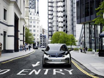 BMW opent haar eerste elektrische showroom in Londen